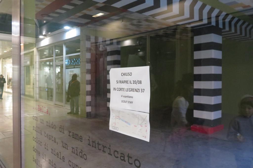 GIORNALISTA: Scattolin AGENZIA FOTO: Candussi LUOGO: Mestre DESCRIZIONE: negozi chiusi in centro a Mestre in Galleria delle Medaglie